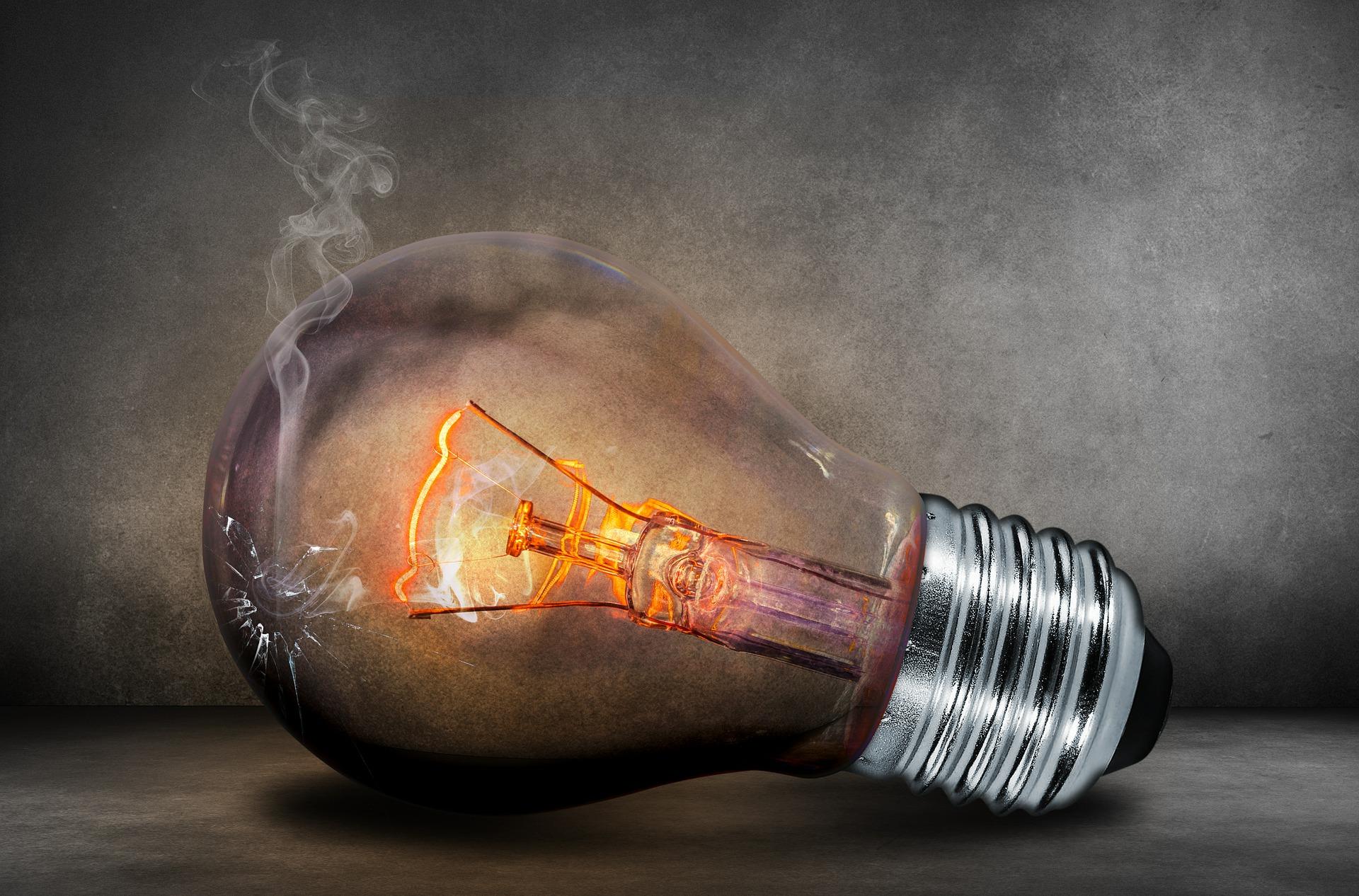 https://watt.co.uk/wp-content/uploads/2019/12/light-bulb-503881_1920.jpg