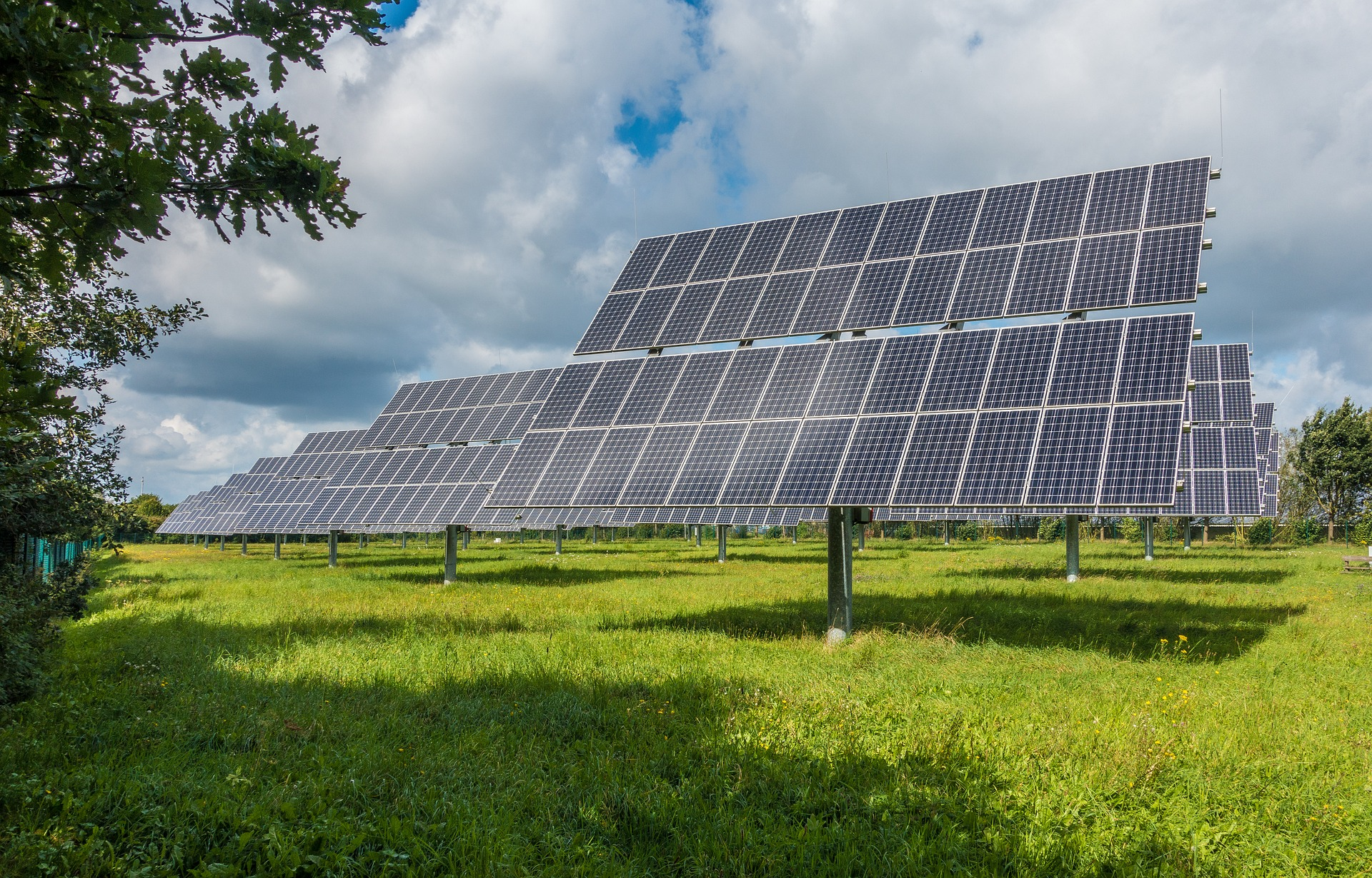 https://watt.co.uk/wp-content/uploads/2019/12/photovoltaic-system-2742302_1920.jpg