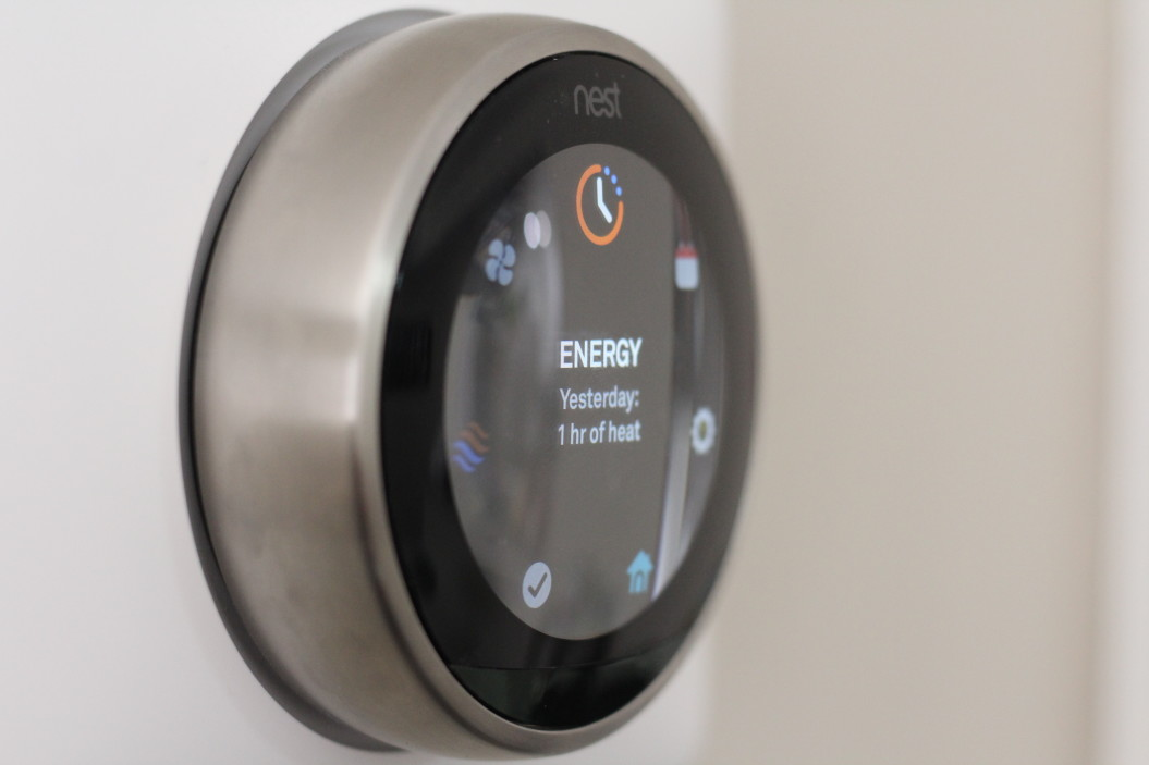 https://watt.co.uk/wp-content/uploads/2020/03/nest-labs-home-automation-thermostats-and-security-system_t20_mvzeel.jpg