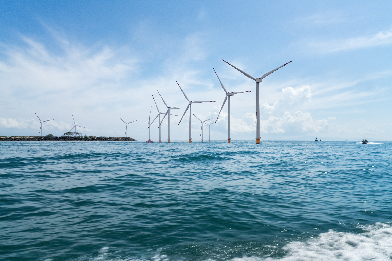 https://watt.co.uk/wp-content/uploads/2020/04/offshore-wind-farm-PHQRWT6.jpg