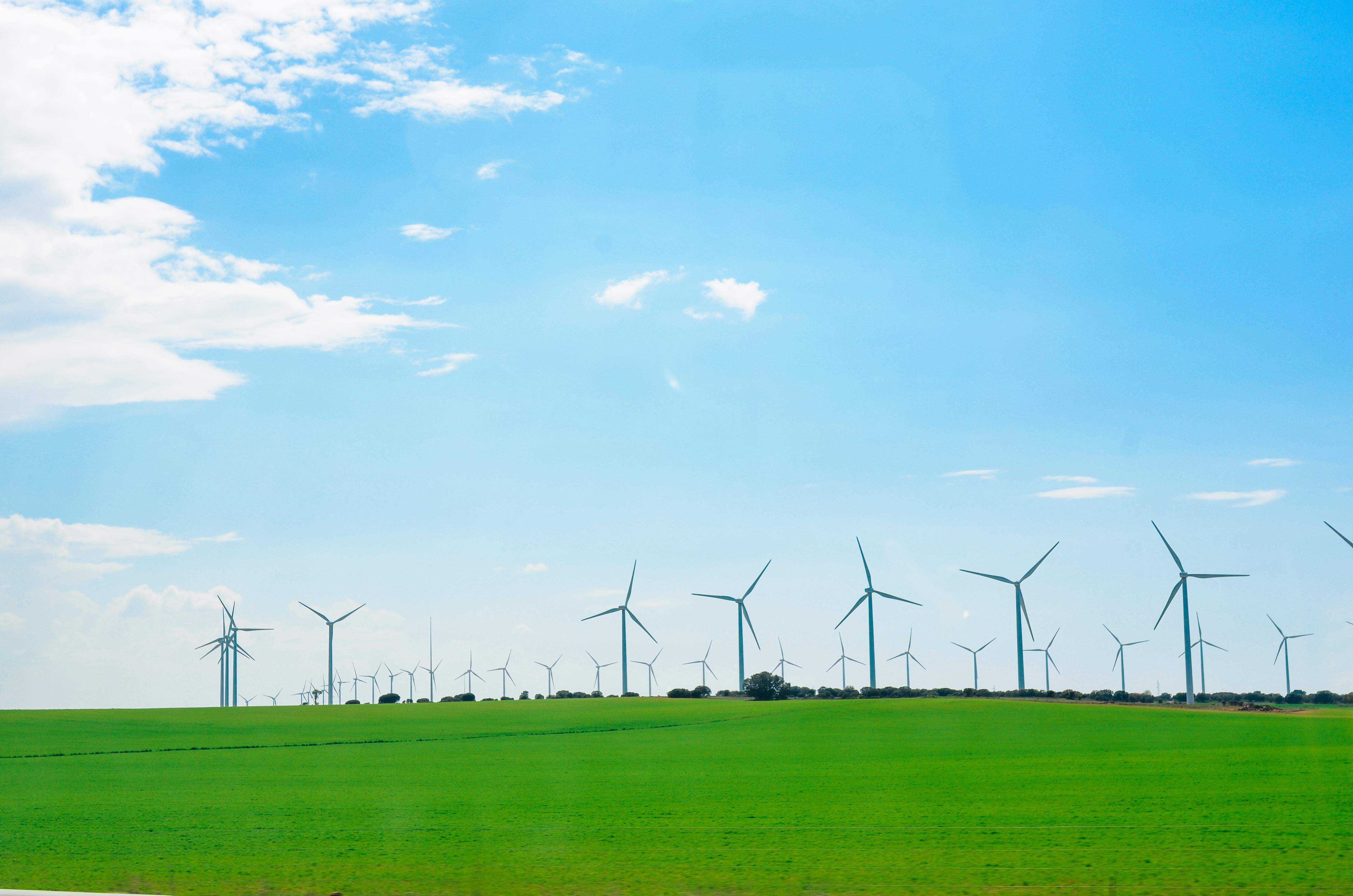 https://watt.co.uk/wp-content/uploads/2020/04/wind-mill-farm-9XEBPUS.jpg