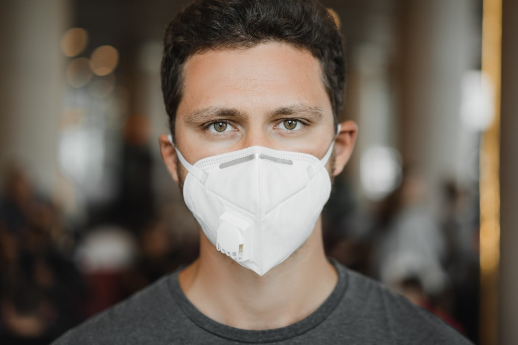 https://watt.co.uk/wp-content/uploads/2020/05/close-up-portrait-of-men-in-respirator-mask-at-the-airport-coronavirus-covid-19-and-air-pollution_t20_nLzbaO.jpg