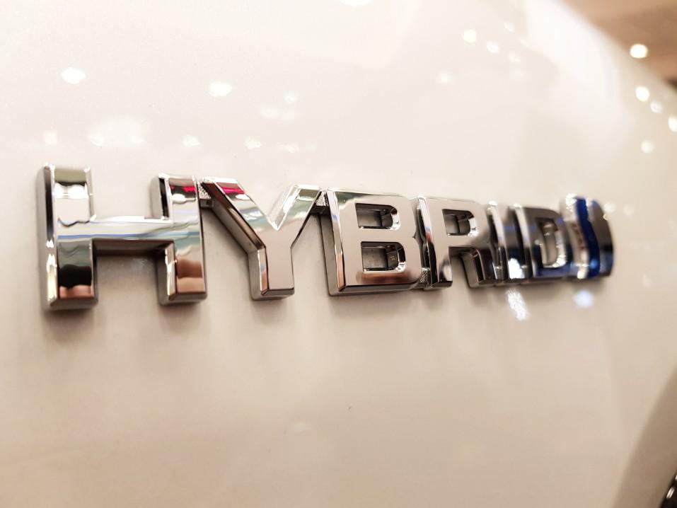 https://watt.co.uk/wp-content/uploads/2020/07/hybrid-logo-on-the-side-of-a-white-toyota-car_t20_eVLvzo.jpg