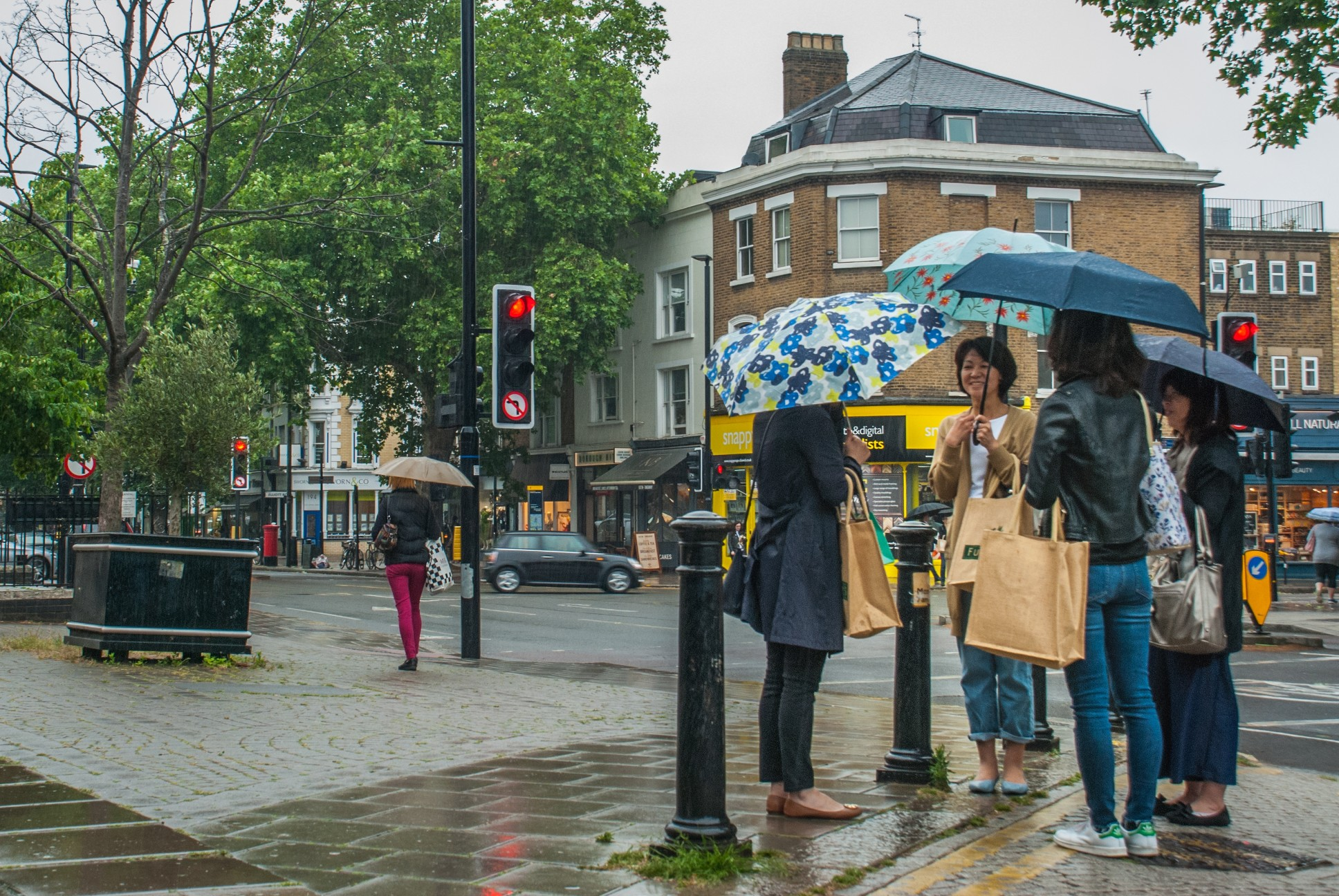 https://watt.co.uk/wp-content/uploads/2020/09/london-uk-jun-5-2019-pedestrians-protect-themself-from-the-rain-with-umbrellas-during-a-rainfall-in_t20_bxLxyp.jpg
